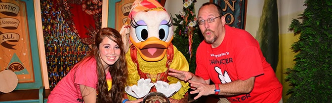 Daisy Duck Magic Kingdom meet and greet KennythePirate