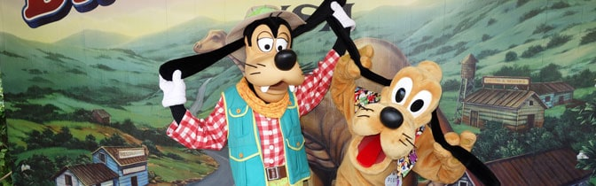 Goofy and Pluto meet and greet at Animal Kingdom in Walt Disney World