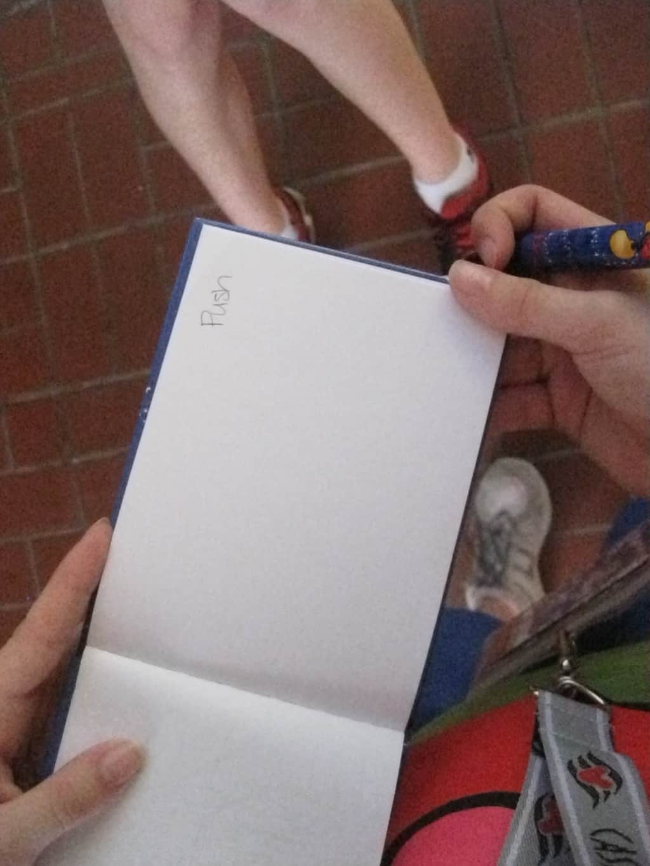 28 Pushs Autograph (3)