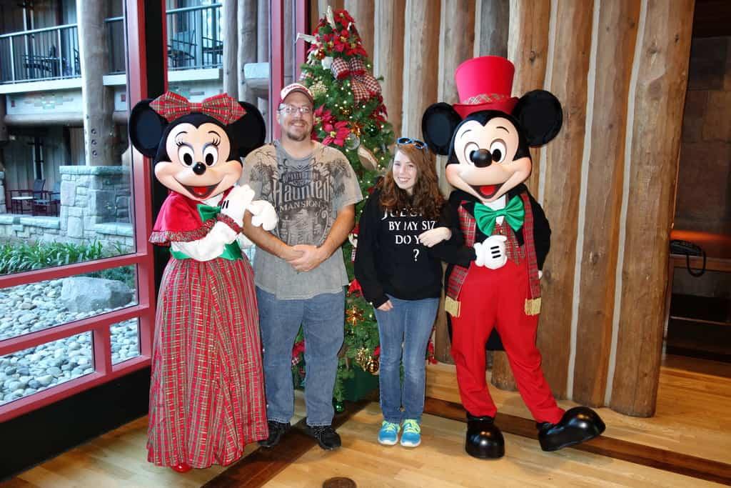 Mickey and Minnie Dec2012 xmas Wild Lodge (1)
