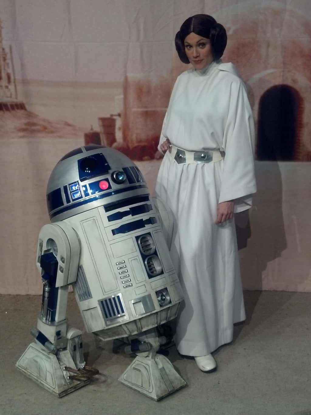 Leia And R2d2 Star Wars Weekends 2012 Kennythepirate Com