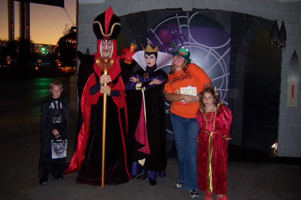 Queen Grimhilde and Jafar at Mickey's Hallowen Party California Adventure 2007