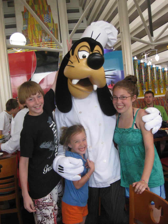 Goofy at Chef Mickey's