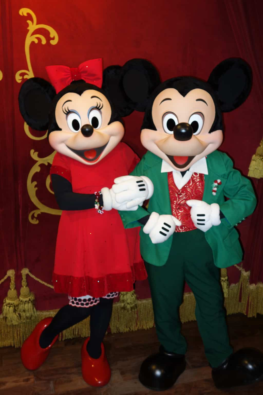 Mickey mouse at town square theater in magic kingdom - Minni et mickey ...