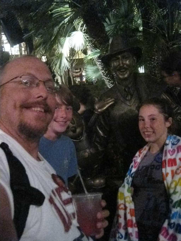 70_Storyteller's Statue