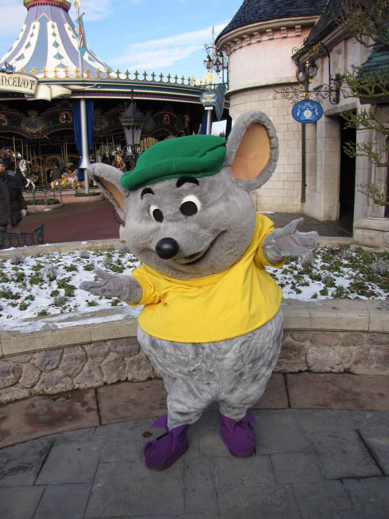 Gus made a very rare appereance on Valentins Day in 2010, you can't find him normally at the Parks.