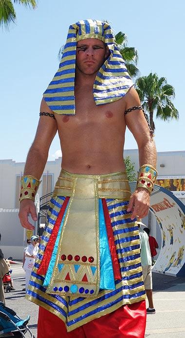 Mummy Guard character interaction at Universal Studios Florida