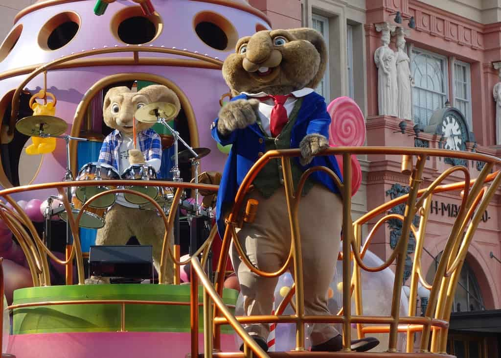 Mr Bunny and E.B. Universal Studios 2012 parade unit