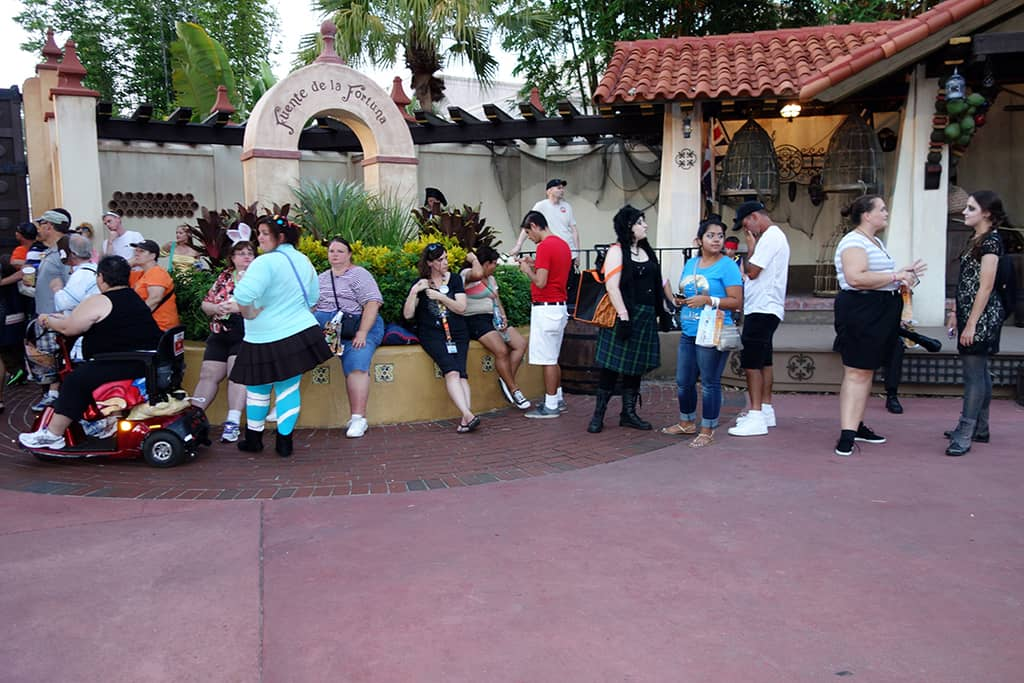 Line for Jack Sparrow at 7:41 PM.  He didn't begin his first meet until 8:00 PM.  Much longer line that is really necessary.  Why not have him appear at 7:00 PM.  Is it that hard?