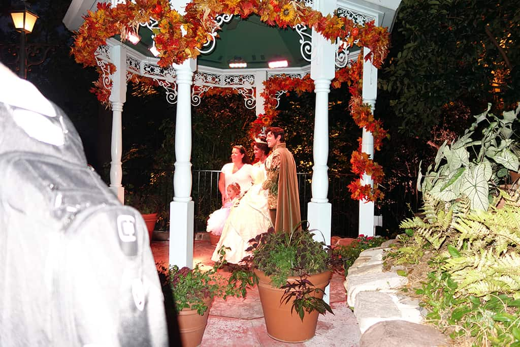 Tiana met with Naveen there were short lines for them all night.  This was taken at 7:57