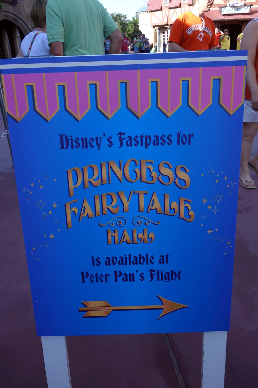There's a sign right in front of Fairytale Hall directing you to the Fastpass location. It uses TWO of the Peter Pan's Flight Fastpass machines.