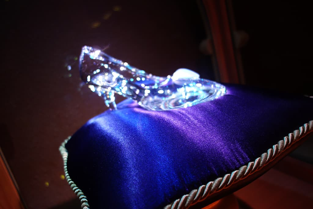 Closer view of the Glass Slipper.  It's located at the end of the photo hall queue area.