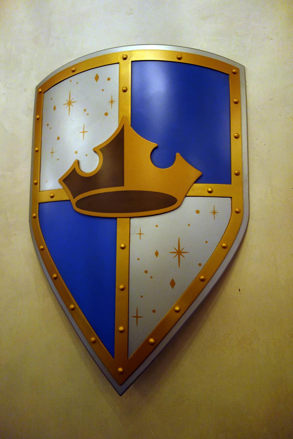 It wouldn't be royal without some shields!