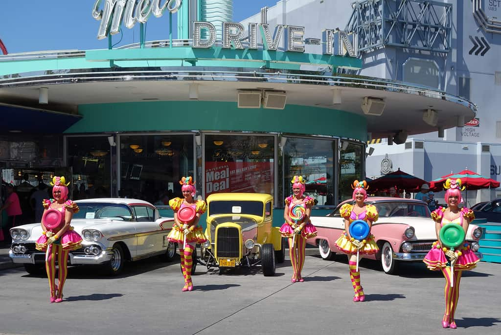 Lollipop Girls in action in front of Mel's Diner