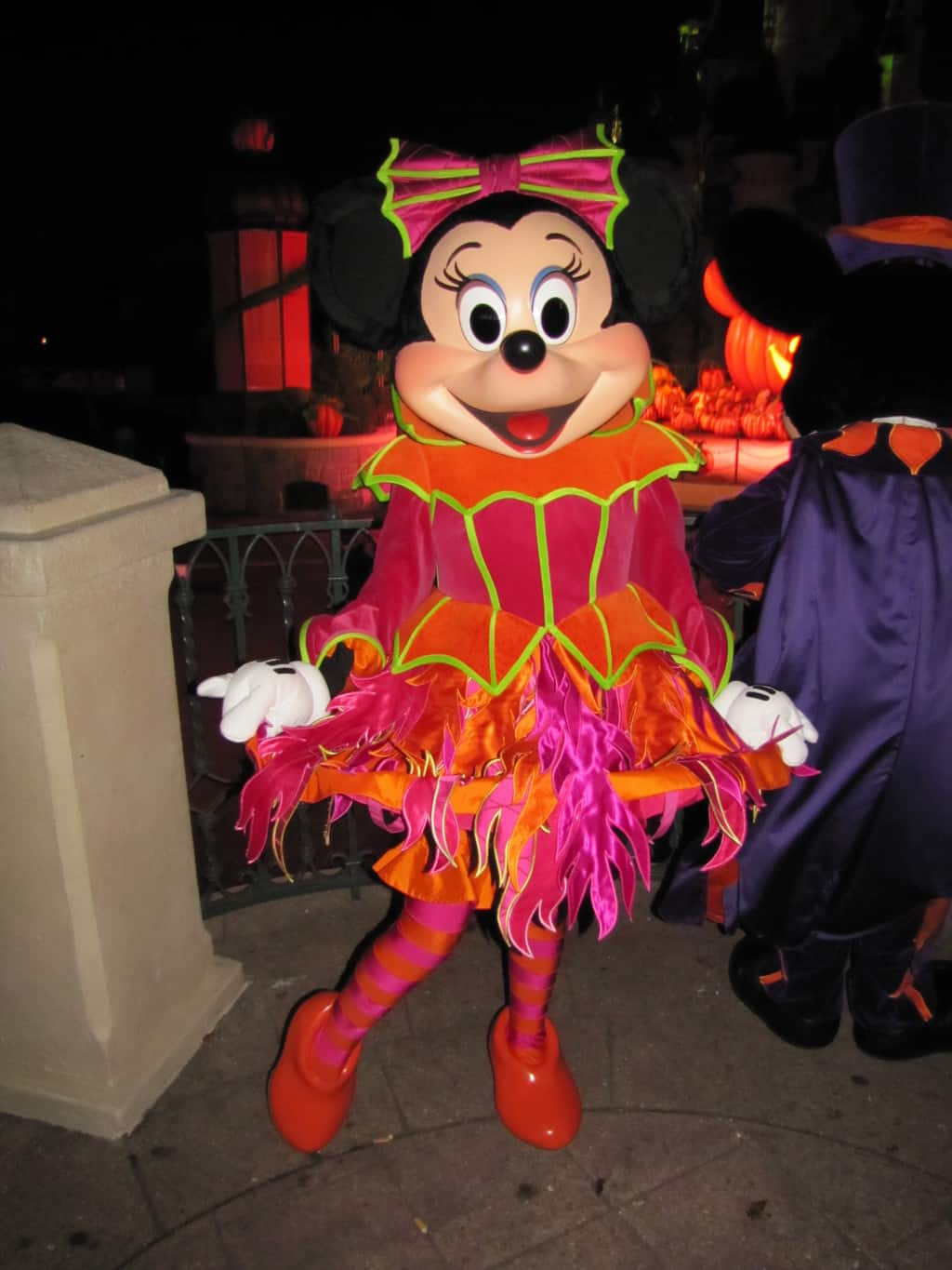 Minnie wore this outfit at the Halloween Show during Halloween Season 2011 & 2012 and the 2012 Halloween Party.