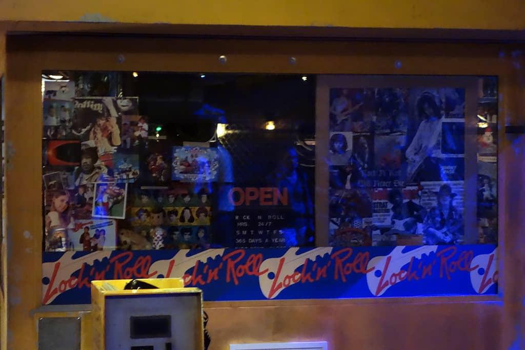 Rock n Roller Coaster Hollywood Studios Disney World Kenny the Pirate (10)