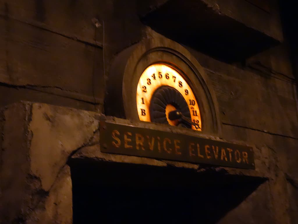 Tower of Terror Hollywood Studios Walt Disney World Kenny the Pirate (7)