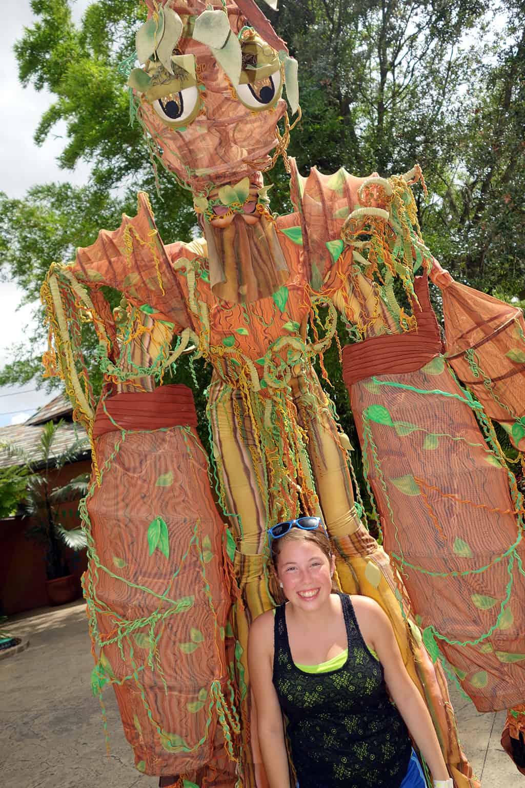 Busch Gardens Tampa Stiltwaker Character (7)