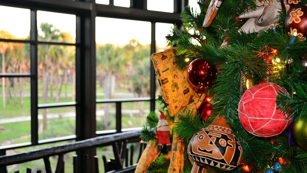 Animal Kingdom Lodge Kidani Christmas Characters and Christmas Decor (23)