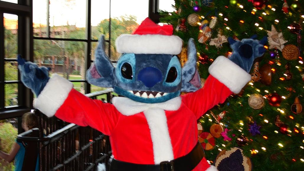 Santa Stitch Animal Kingdom Lodge Kidani Christmas Characters and Christmas Decor (25)