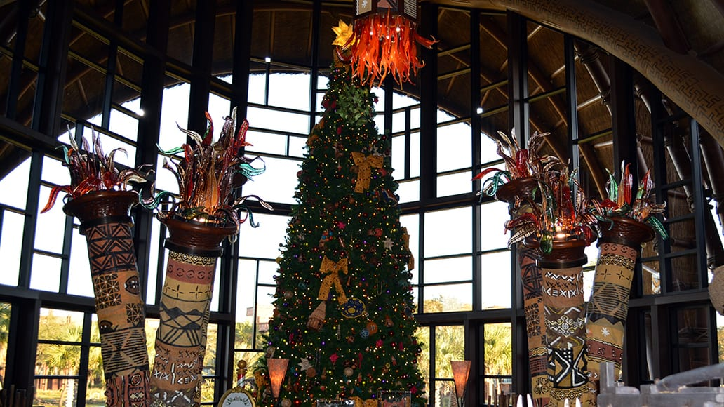 Animal Kingdom Lodge Kidani Christmas Characters and Christmas Decor (4)