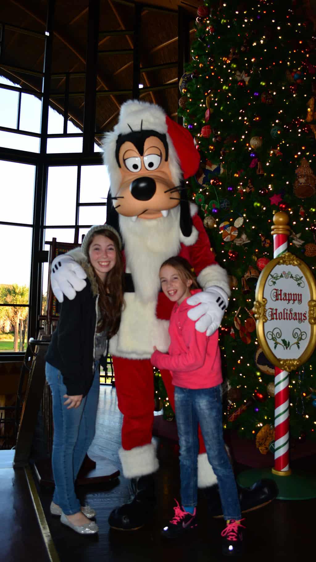 Santa Goofy Animal Kingdom Lodge Kidani Christmas Characters and Christmas Decor (6)