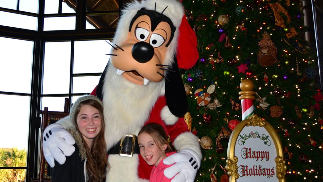 Santa Goofy Animal Kingdom Lodge Kidani Christmas Characters and Christmas Decor (7)