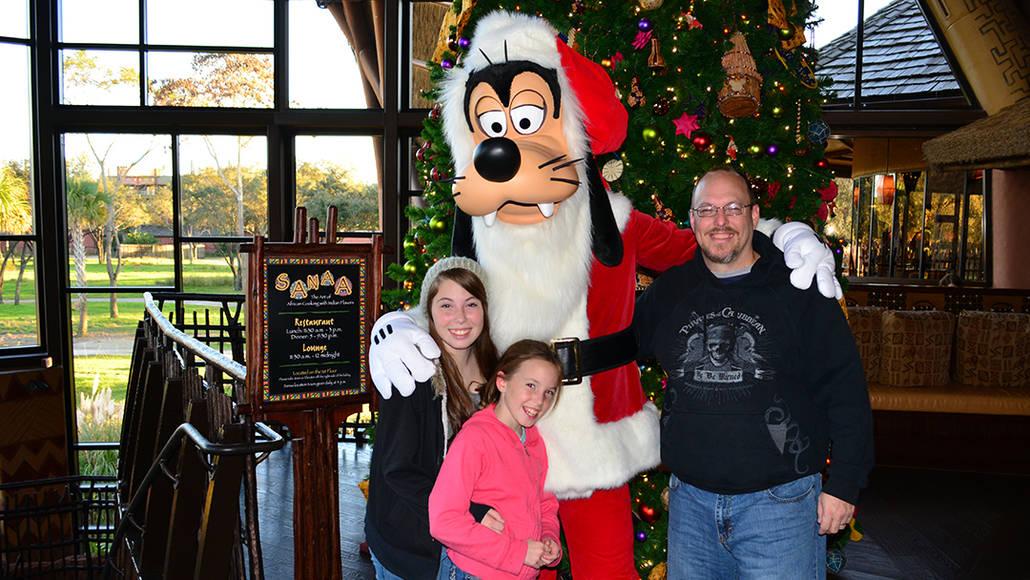Santa Goofy Animal Kingdom Lodge Kidani Christmas Characters and Christmas Decor (9)