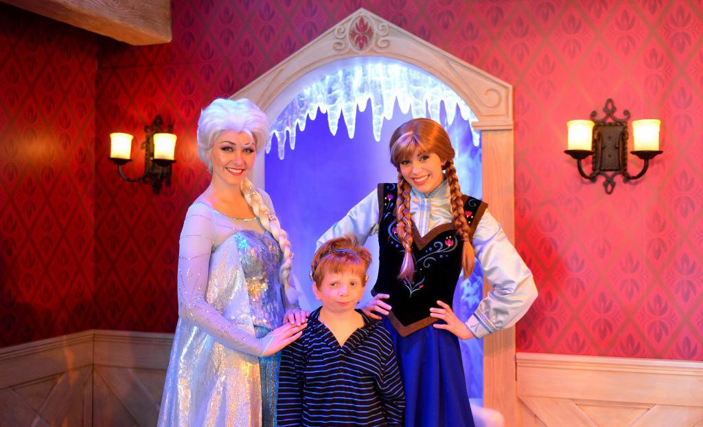 Disneyland Anna and Elsa Rich Muller (5)