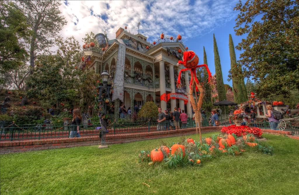 Disneyland Haunted Mansion Holiday Rich Muller (11)
