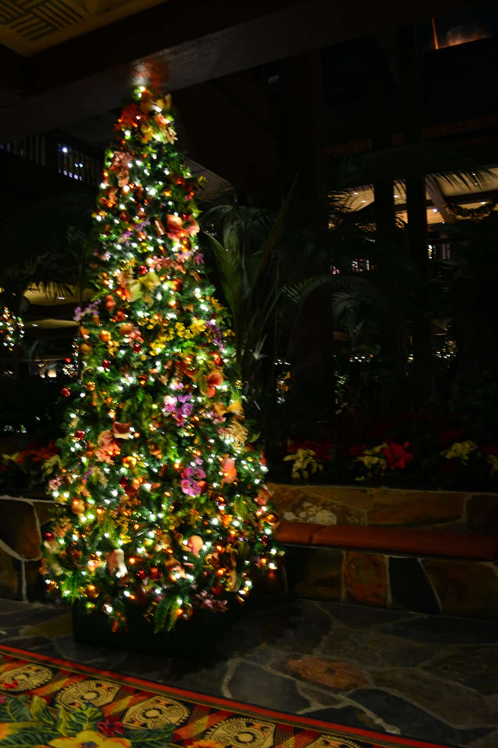 Polynesian Resort Christmas Characters and Christmas Decor (15)