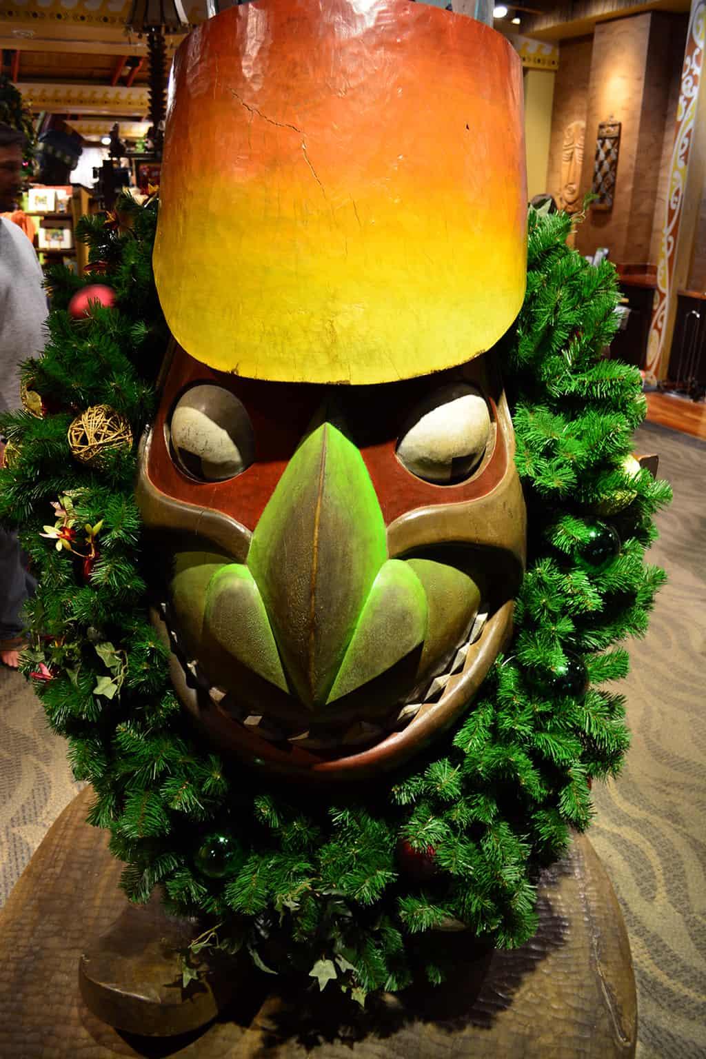 Polynesian Resort Christmas Characters and Christmas Decor (23)