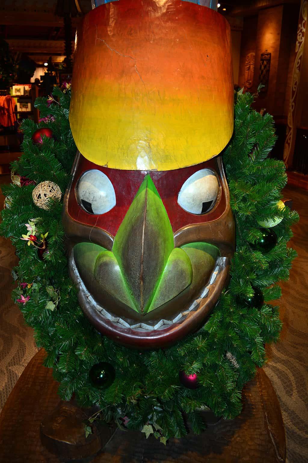 Polynesian Resort Christmas Characters and Christmas Decor (24)