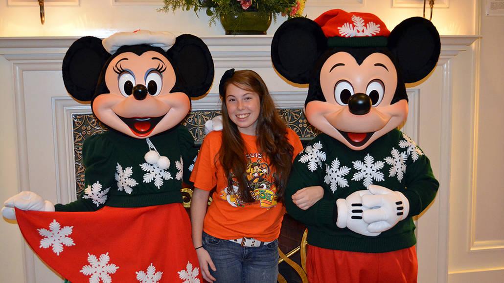 Walt Disney World Boardwalk Resort Chrismas Characters Mickey and Minnie and Christmas Decor (7)
