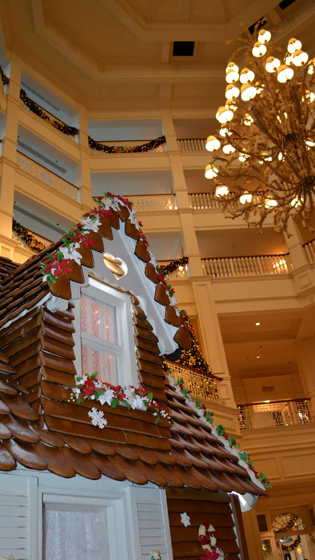 Walt Disney World Grand Floridian Christmas decor Christmas Characters Mickey and Minnie (20)