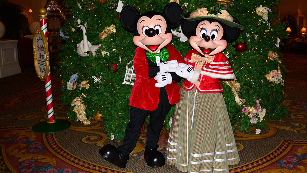 Walt Disney World Grand Floridian Christmas decor Christmas Characters Mickey and Minnie (41)