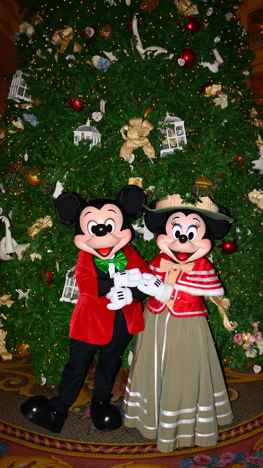 Walt Disney World Grand Floridian Christmas decor Christmas Characters Mickey and Minnie (42)