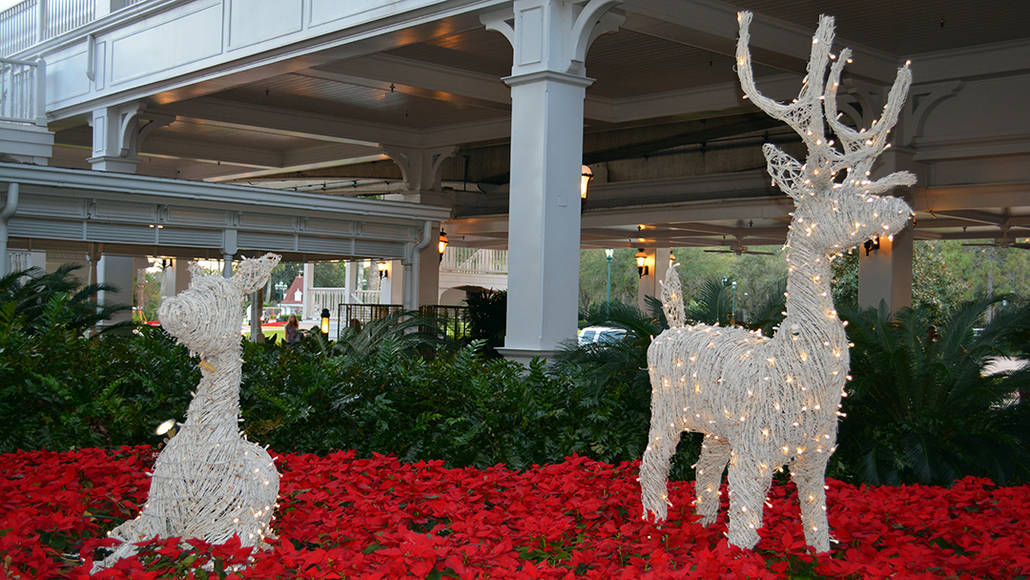 Walt Disney World Grand Floridian Christmas decor Christmas Characters Mickey and Minnie (6)