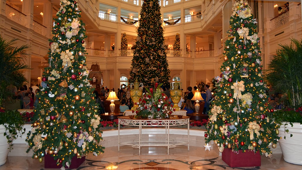 Walt Disney World Grand Floridian Christmas decor Christmas Characters Mickey and Minnie (7)