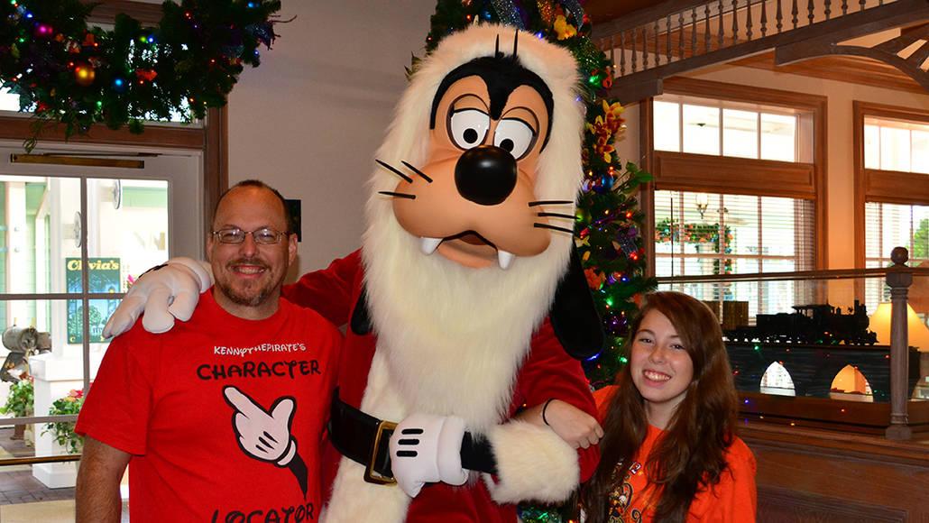 Walt Disney World Old Key West Resort Christmas Characters Santa Goofy Christmas Decor (11)