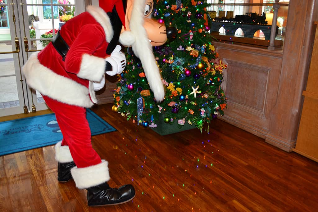 Walt Disney World Old Key West Resort Christmas Characters Santa Goofy