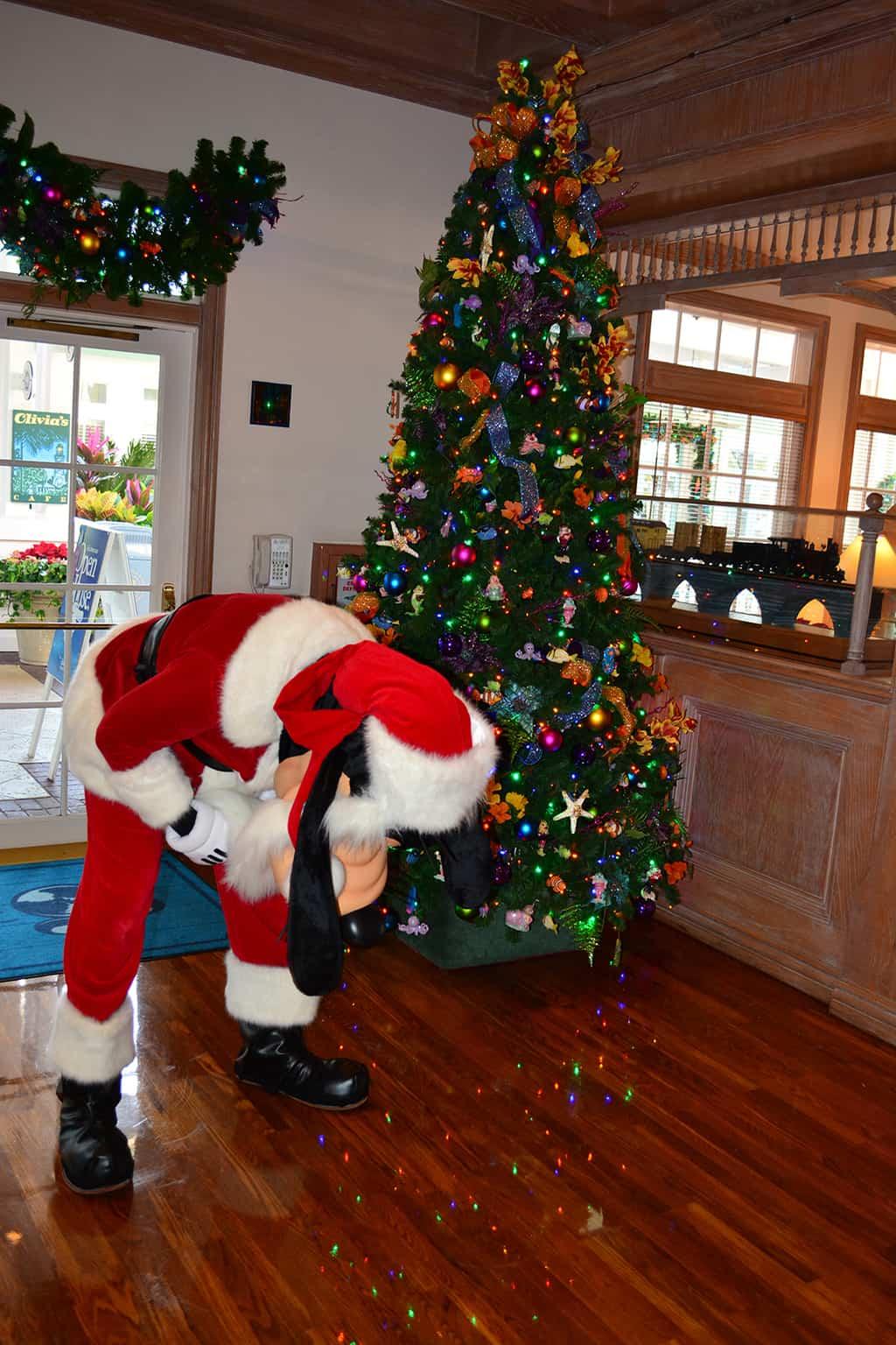 Walt Disney World Old Key West Resort Christmas Characters Santa Goofy Christmas Decor (4)