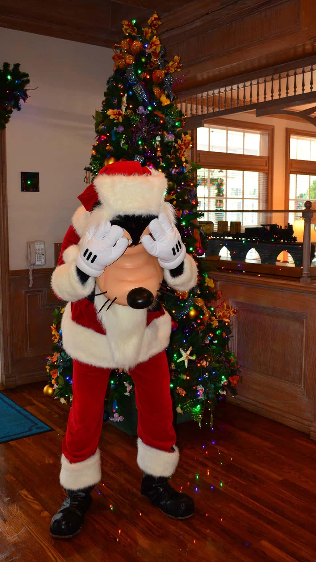 Walt Disney World Old Key West Resort Christmas Characters Santa Goofy Christmas Decor (5)