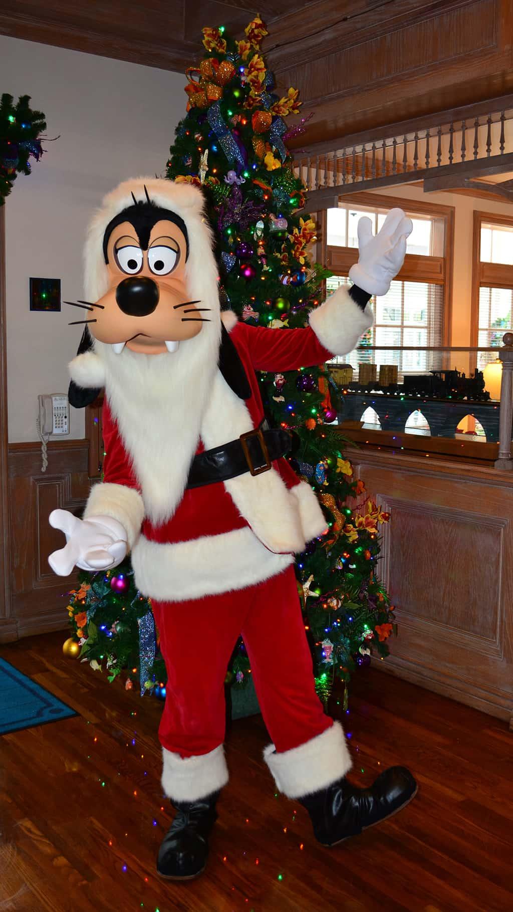 Walt Disney World Old Key West Resort Christmas Characters Santa Goofy Christmas Decor (8)