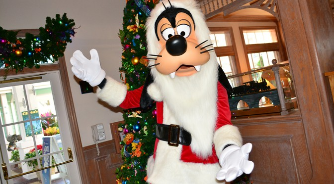 a73357e956b00 Santa Goofy at Disney s Hollywood Studios