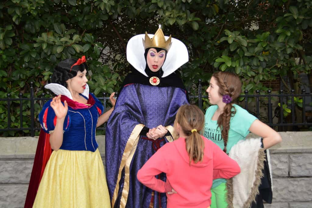 Walt Disney World Hollywood Studios Streets of America Character Palooza Snow White and Evil Queen Grimhilde (4)