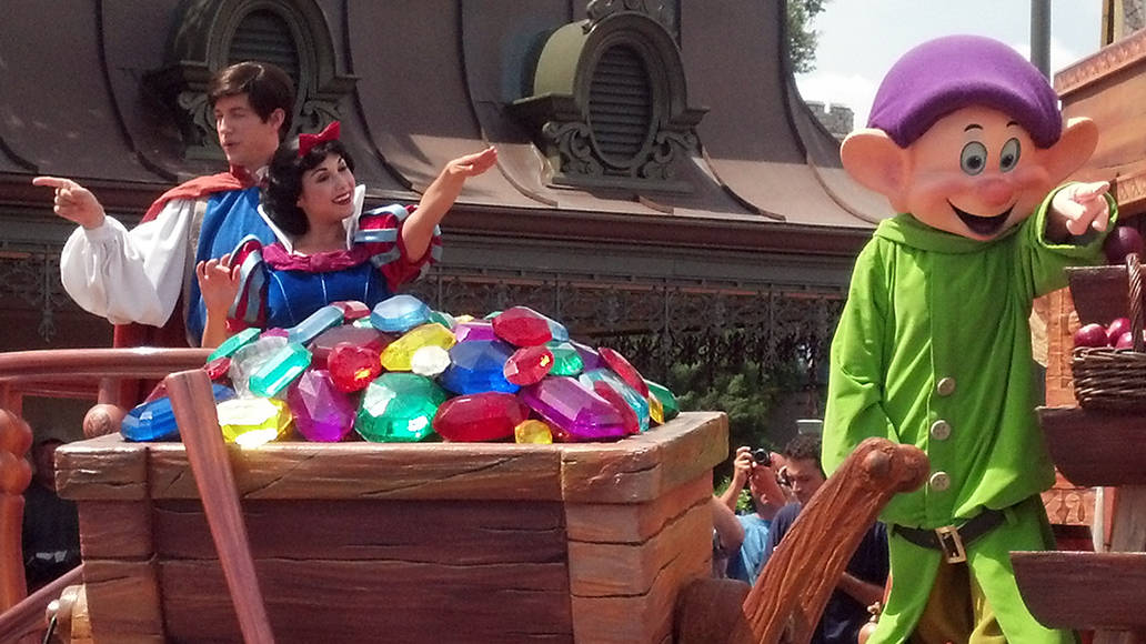 Walt Disney World, Magic Kingdom, Celebrate a Dream Come True Parade, Snow White, Dopey
