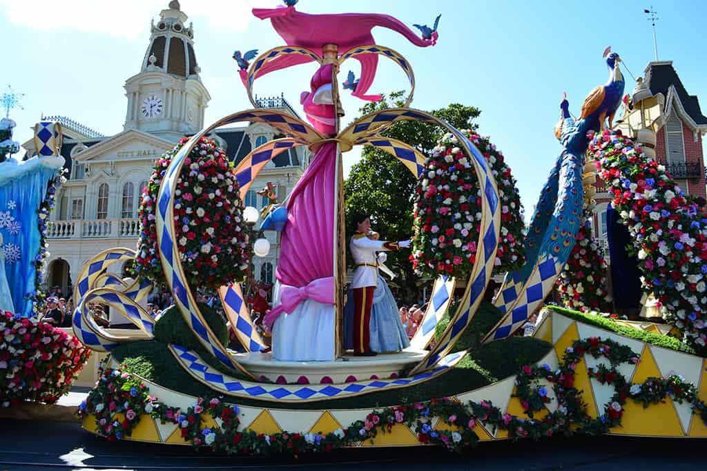 Walt disney world magic kingdom festival of fantasy for Princess float ideas