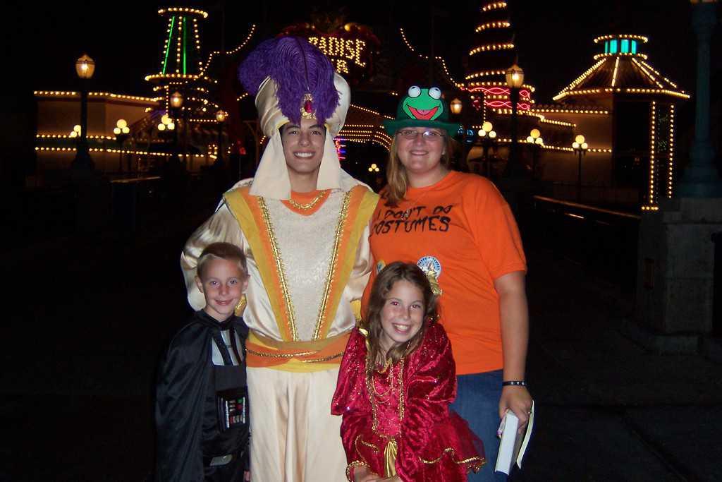 Aladdin as Prince Ali Disneyland Character Meet and Greet Mickey's ...