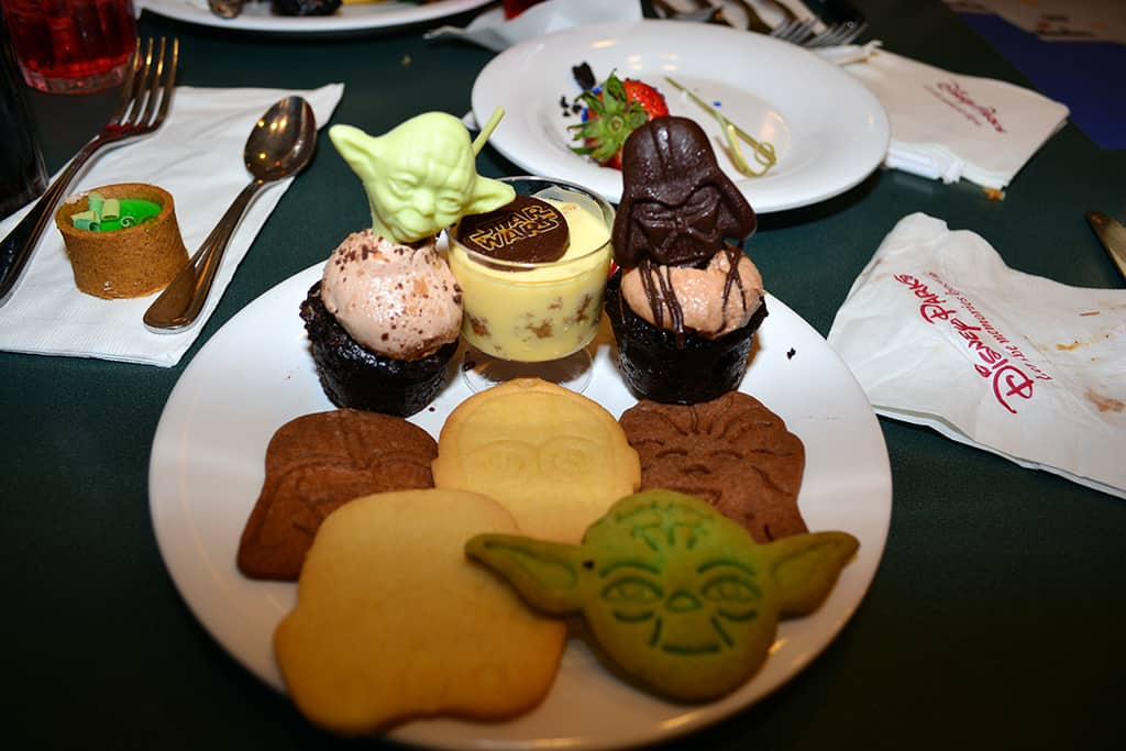 Desserts at Jedi Mickey Star Wars Diner at Hollywood and Vine in Disney Hollywood Studios